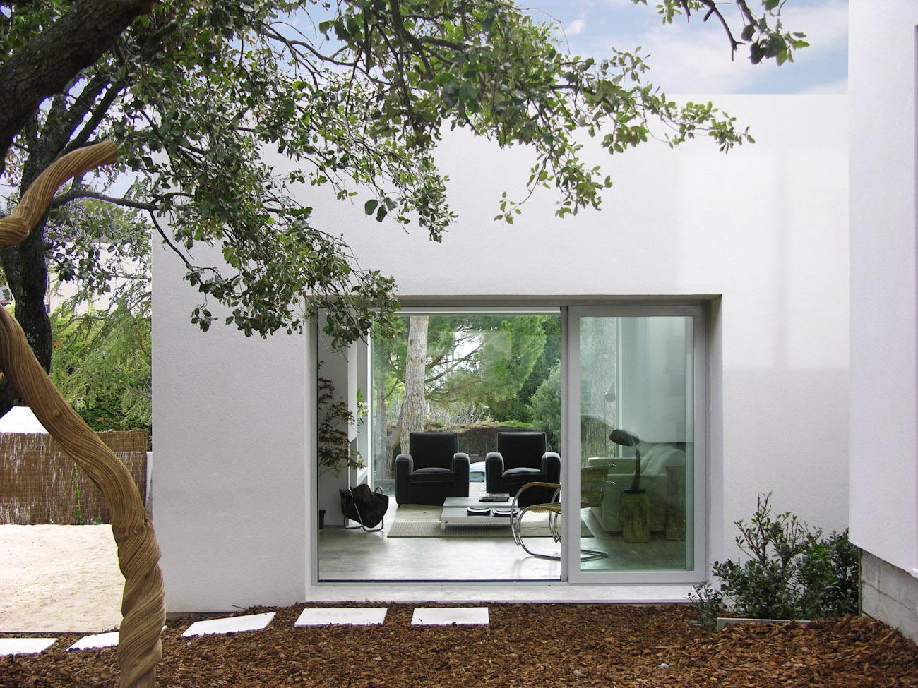 Casa de dise o en madrid domusxl for Diseno jardin interior