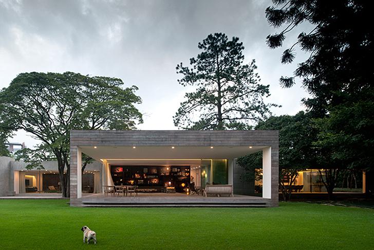 Casa moderna en brasil domusxl - The narrow house of sao paolo ...