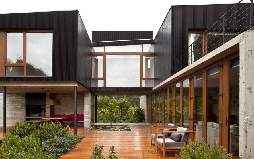 Moderna casa de vacaciones en chile domusxl for Casa moderna black walnut luxury vinyl plank