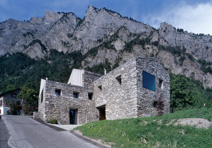 Casa rehabilitada en Chamoson-Suiza-1-arquitectura-domusxl
