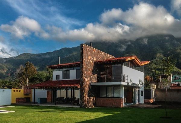 Casa san juan de c3 arquitectos domusxl for Casas modernas techos inclinados