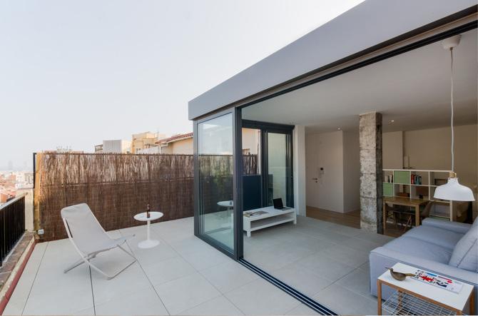 Rehabilitaci n de tico en barcelona de admetller domusxl - Cerrar terraza atico ...