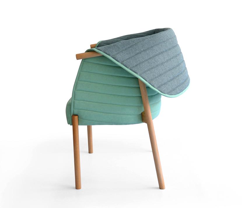 La silla Revés es una silla a medio camino entre poltrona y silla, que recoge, abraza y  permite sentirte protegido. Puede usarse en modo lectura, o en modo charla, solo cambiando la posición del la capota. Con estructura en madera de haya, con tratamiento al aceite, esta tapizada en dos agradables textiles de trevira en dos tonos y con un tacto suave. La madera de haya es una madera muy usada en el norte de la península para hacer mobiliario tradicional. Los textiles utilizados tienen etiqueta ecológica y están libres de metales pesados.Está fabricada por artesanos carpinteros de La Rioja y tapizada en Bizkaia.Reves chair is a chair midway between Poltrona and chair, which collects, embraces and permits to feel protected. It can be used in reading mode, or in talk mode, only by repositioning the hood. It is made with a beech structure with oil treatment, this upholstered in textiles Trevira two pleasant bitone and with a soft touch. The beech wood is widely used in the northern Spain for making traditional furniture. Fabrics are eco-label and are free of heavy metals.It is manufactured by carpenters and craftsmen from La Rioja and upholstered in Bizkaia.