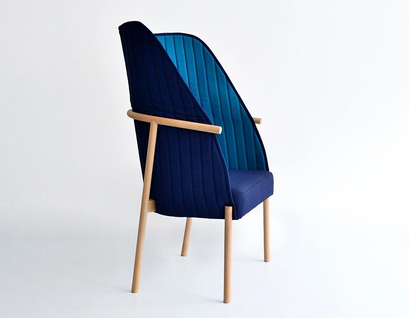 Reves chair is a chair midway between Poltrona and chair, which collects, embraces and permits to feel protected. It can be used in reading mode, or in talk mode, only by repositioning the hood. It is made with a beech structure with oil treatment, this upholstered in textiles Trevira two pleasant bitone and with a soft touch. The beech wood is widely used in the northern Spain for making traditional furniture. Fabrics are eco-label and are free of heavy metals.It is manufactured by carpenters and craftsmen from La Rioja and upholstered in Bizkaia.La silla Revés es una silla a medio camino entre poltrona y silla, que recoge, abraza y  permite sentirte protegido. Puede usarse en modo lectura, o en modo charla, solo cambiando la posición del la capota. Con estructura en madera de haya, con tratamiento al aceite, esta tapizada en dos agradables textiles de trevira en dos tonos y con un tacto suave. La madera de haya es una madera muy usada en el norte de la península para hacer mobiliario tradicional. Los textiles utilizados tienen etiqueta ecológica y están libres de metales pesados.Está fabricada por artesanos carpinteros de La Rioja y tapizada en Bizkaia.